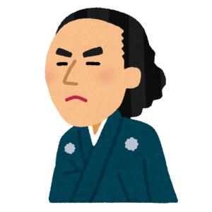 """雪のせいで""""罰ゲーム執行人""""みたいになってしまった坂本龍馬の銅像www"""