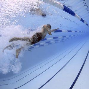 「設計者アタマおかしいw」ホノルルのビル最上階にあるプールが恐ろしすぎる…