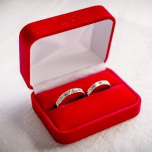 夫が指輪ケースを私に差し出したので、まさか結婚指輪か!? と思ったら…🤔