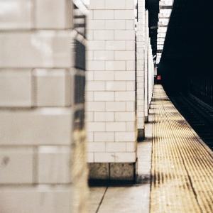 『火垂るの墓』で主人公が息絶えた「三宮駅の柱」を見に行ってみたら…嘘やろ😭