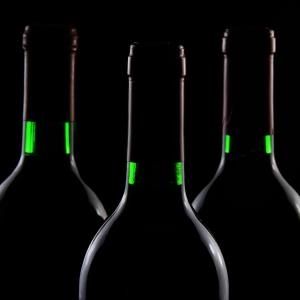 もはや『ハリポタ』の世界…ARを活用したワインボトルが未来すぎる😳