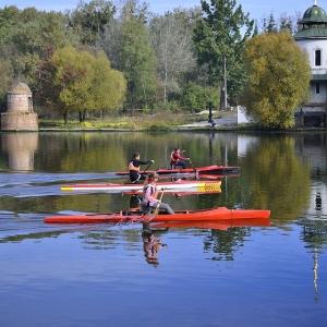 ディズニーランドのキャストさん達が本気でカヌーを漕ぐと…? レアすぎる場面に遭遇!