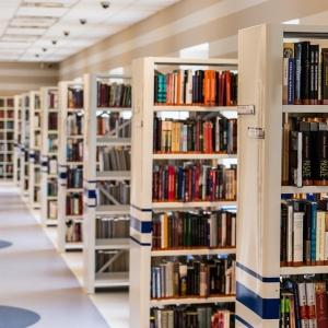 「夢に出てきそう…」あの有名漫画家がデザインした『図書館利用者カード』が強烈すぎるw