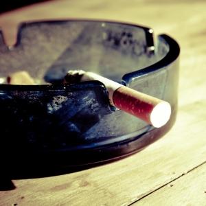 """コンビニで""""タバコを銘柄で言う客""""の面倒臭さを漫画で表すとこんな感じ→「的確すぎる」と話題にw"""