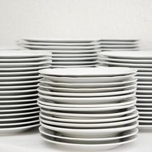 """【ファミレス】お皿やゴミの「勝手な片付け」はただの""""ありがた迷惑""""かも…? 店員ツイートが話題に"""