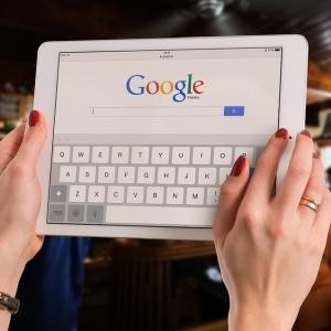 ツイ民「iPadの便利な使い方見つけたよ!(パシャ」→それどころじゃない写真が話題にww