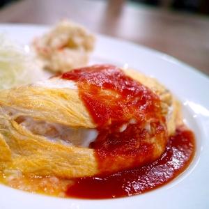 フライパンに投入した溶き卵を箸でクルッと一回転…絶対真似したくなる「ふわとろオムライス」動画