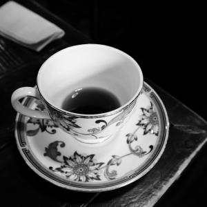 友人宅に行ったら見慣れないコップでお茶を出されたのでふと裏面を見たら…嘘だろ😨