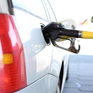 「このガソリンスタンド、増税でとんでもない価格になってる…😱」衝撃的光景が話題に