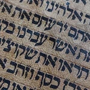 ヘブライ語なのになぜか読めちゃう…あるマンガのタイトルがTwitterで話題にw