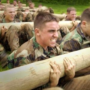 米海兵隊公式Twitter「室内で簡単できる筋トレをご紹介!」→どこが簡単なんだとツッコミ殺到www