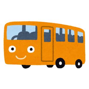 """【驚愕】道路上のサッカーボールを見事な""""足さばき""""で路肩に蹴り出す路線バスのテクニックがスゴイw"""
