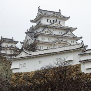 """姫路城の「ソーシャルディスタンス」看板が""""一触即発""""すぎる…😱"""
