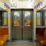 【SF】連結扉のない電車内で進行方向を定点撮影すると…とても不思議な映像が撮れる😲