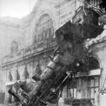 """【奇跡】高架から飛び出したオランダの列車が""""落下を免れた理由""""がスゴい😱"""