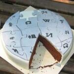 【驚愕】ウルトラマンがプリントされたケーキの「顔」部分を切りたくないツイ民、斬新な切り方を編み出すw