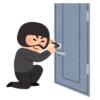【恐怖】在宅勤務してたら玄関からカチャカチャ音が聞こえたので「泥棒か?」と思って覗いてみたら…😨