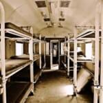"""【衝撃】「絶対ありえない…」アメリカを走る寝台列車の個室にとんでもない""""設備""""がwww"""